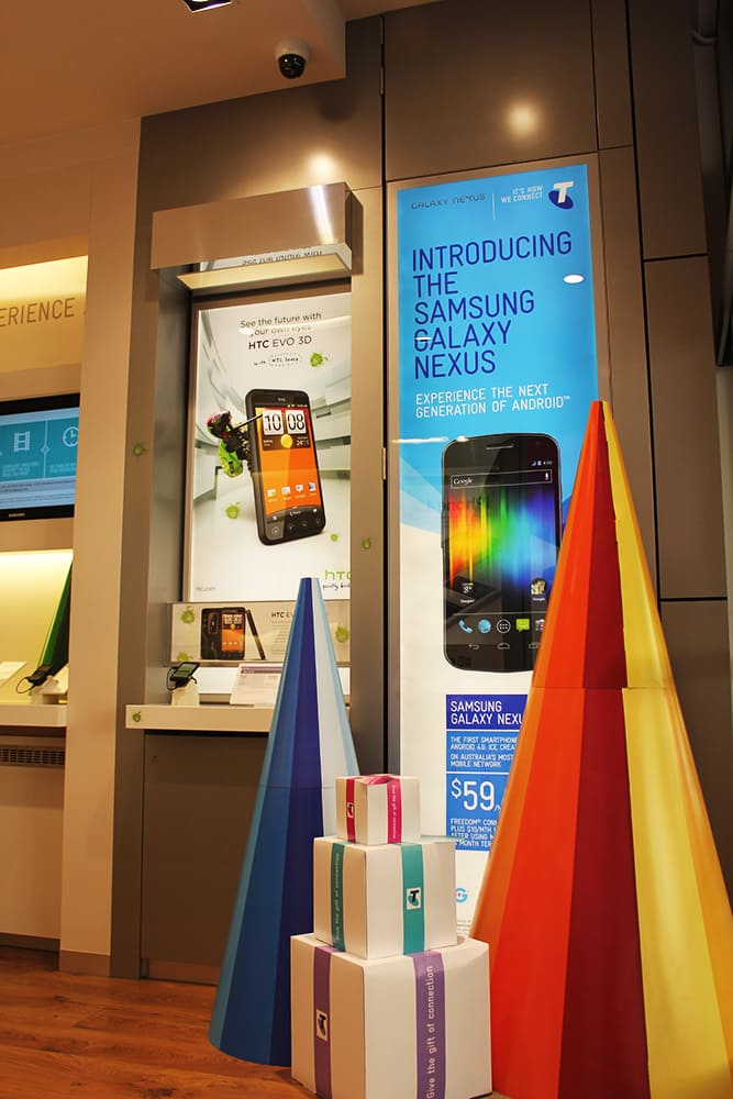 Telstra Discovery Store Modular LED System featuring 2 of the latest phone models